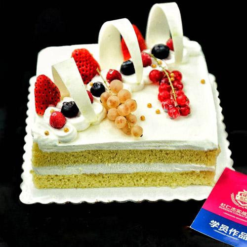 西点蛋糕师一般月薪多少钱