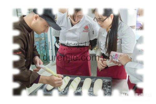 做销售有前途还是做西点蛋糕师学徒有前途