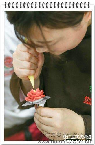 学西点蛋糕 平凡路上创造奇迹
