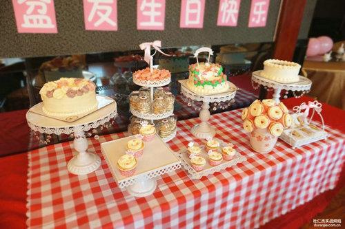 翻糖蛋糕学习:婚礼甜品台是什么?作用?款式?