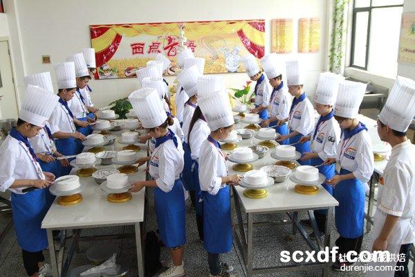 他们在杜仁杰找到快乐收获未来[西点蛋糕课堂纪实
