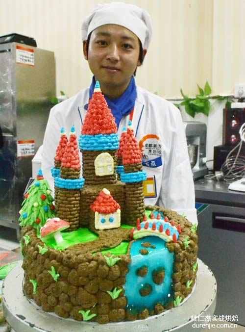 我校第九届烹饪大赛西点蛋糕项目金奖得主施磊访谈
