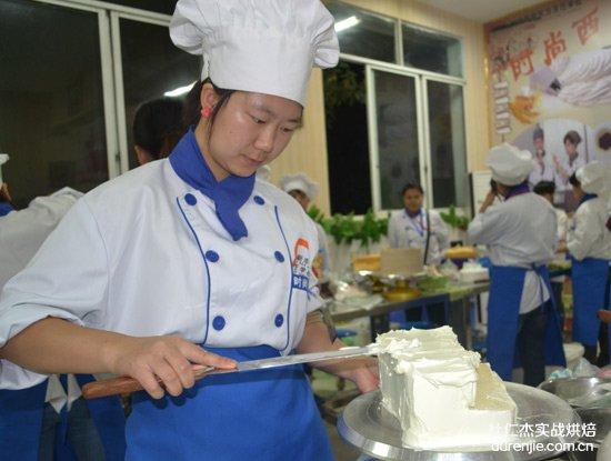 第九届烹饪大赛西点蛋糕银奖得主唐柳、吴弘宇访谈