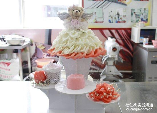 西点蛋糕裱花 甜蜜如花儿般绽放
