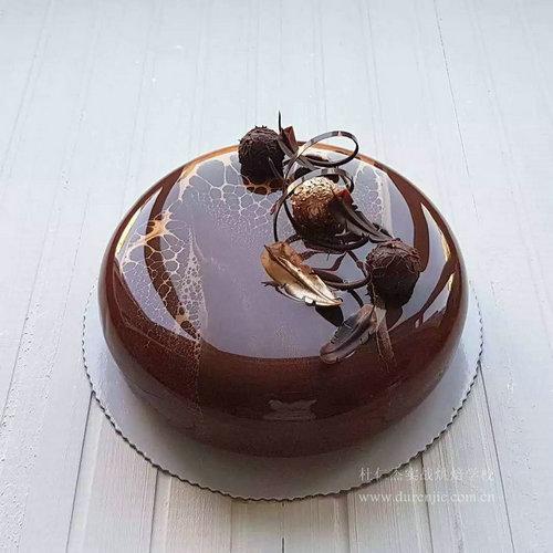 李静:恬静女孩编制西点蛋糕梦想