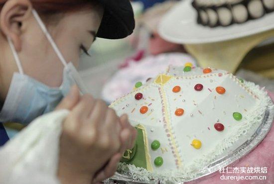 时尚西点蛋糕大比拼 卡通蛋糕齐卖萌