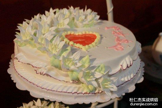 西点蛋糕裱花欢乐多 赛场比拼春意闹