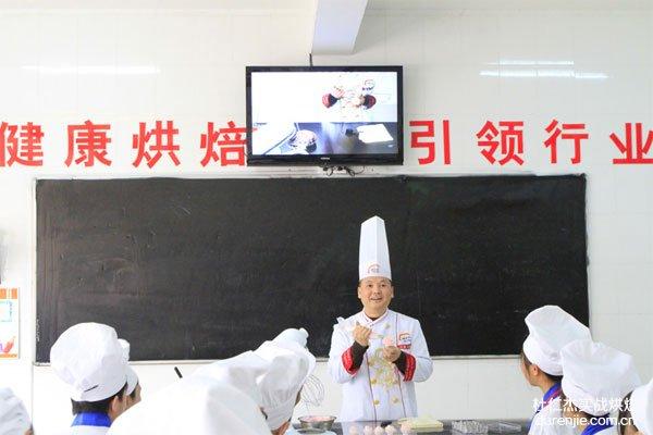 杜仁杰携手烘焙行业巨头 引导烘焙大市场