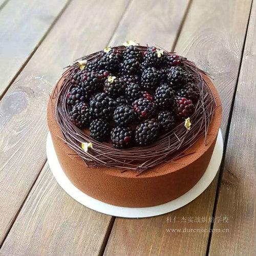 西点蛋糕大师携美食来袭 现场烘焙糕点受赞誉