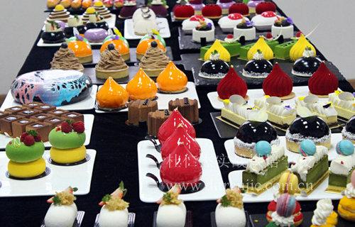 烘焙行业发展势如破竹 学西点蛋糕成新时尚